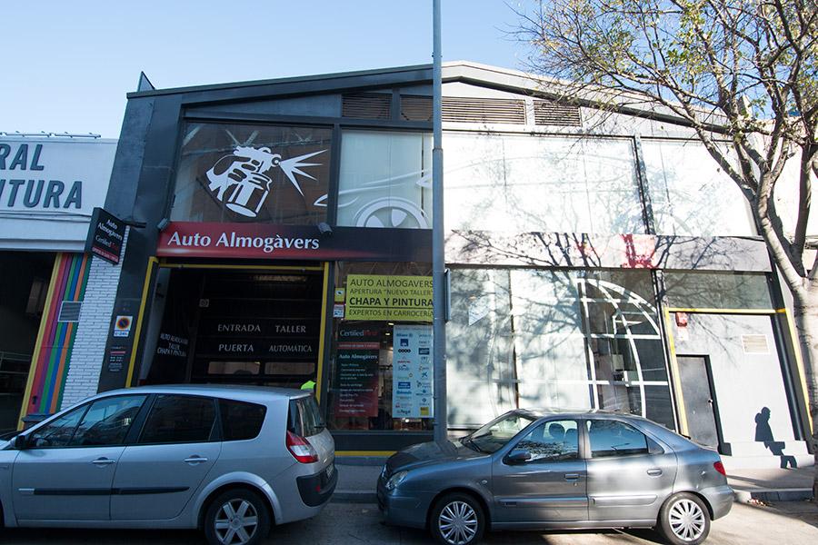 Taller carrocer a la maquinista barcelona for La maquinista parking