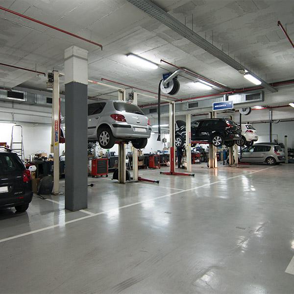 Taller peugeot la maquinista barcelona for La maquinista parking